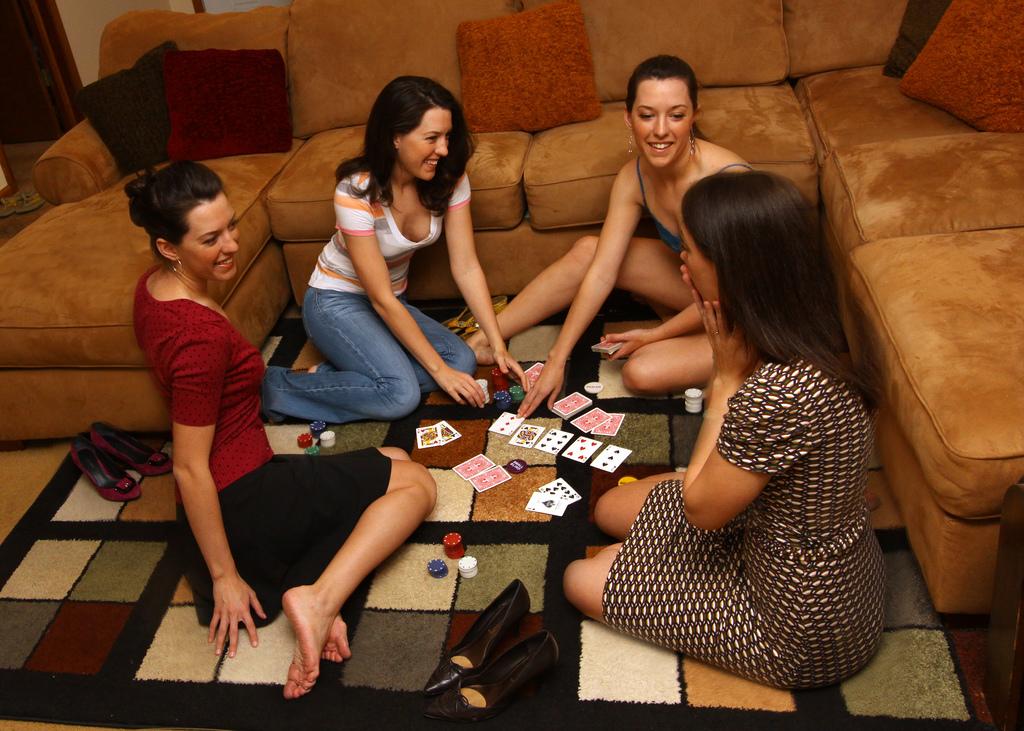 Играть в карты на раздевание в покер азартные игры все игровые автоматы россии