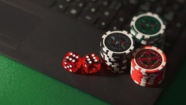 5 Reasons Why Online Poker Beats Live Poker